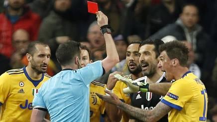 Buffon viene espulso dopo il rigore Real. Ap