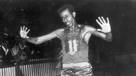 Abebe Bikila, oro nella maratona a Roma 1960. È morto nel '73