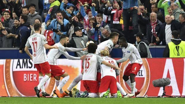 La gioia dei calciatori del Salisburgo. Ap