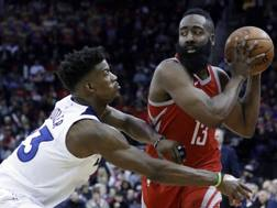 James Harden contro Jimmy Butler, i due simboli di Houston e Minnesota. Ap