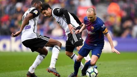 Iniesta in azione contro il Valencia. Getty Images