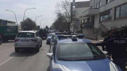 Polizia impegnata nei controlli a Pescara