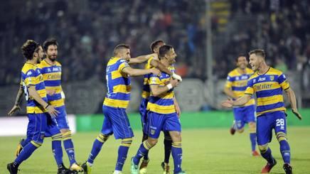L'esultanza del Parma al gol di Calaiò. Lapresse