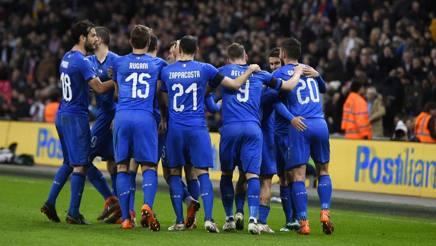 Gli azzurri a Wembley contro l'Inghilterra esultano per il gol del pareggio di Insigne.