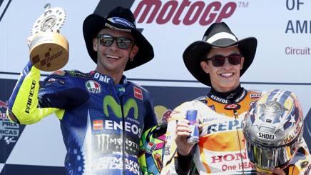 Rossi e Marquez cowboy un anno fa a Austin. Epa