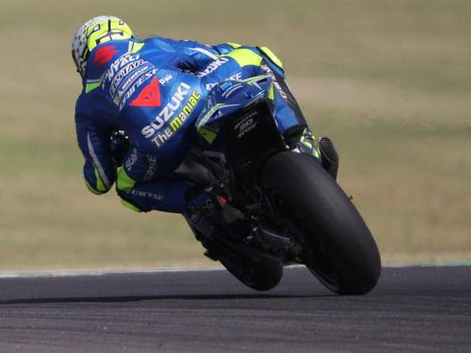 Andrea Iannone in azione con la Suzuki. Epa