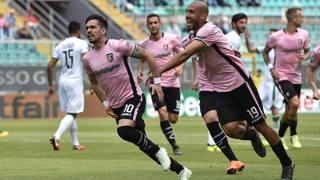L'esultanza di Coronado per l'1-0 del Palermo sull'Avellino. Getty