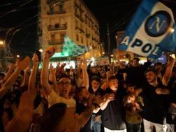 La festa in piazza dei tifosi del Napoli. Ansa