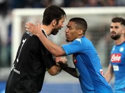 Buffon si complimenta con Allan. Getty Images