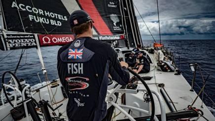 Fisher resta a bordo