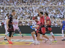 Un attacco di Aleksandar Atanasijevic, 26 anni, in gara-1 di finale vinta da Perugia 3-1 su Civitanova BENDA