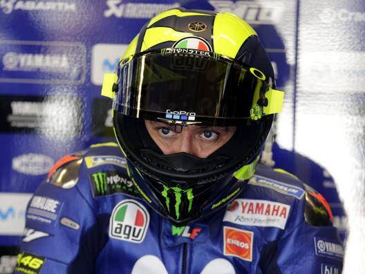 Valentino Rossi ai box della Yamaha. Epa