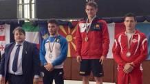 Il secondo posto di Giovanni Freni nei 55 kg. Al suo fianco il team manager azzurro Lucio Caneva