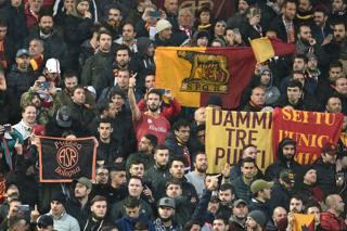 Liverpool-Roma, lo spettacolo sugli spalti