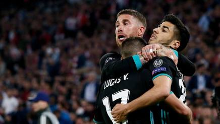 Ramos abbraccia Asensio e Vazquez. Epa