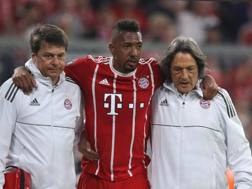 Jerome Boateng esce dal campo dolorante. Getty