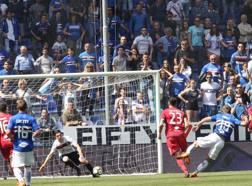Praet segna il primo gol della Sampdoria. Lapresse