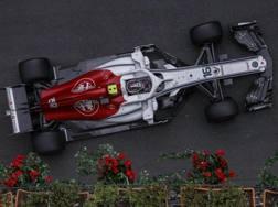 Leclerc in azione con la Sauber Alfa Romeo a Baku. Epa