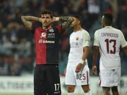 La disperazione di Diego Farias, attaccante del Cagliari. LaPresse