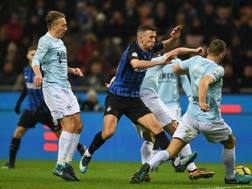 Perisic fra Leiva e De Vrij. Getty