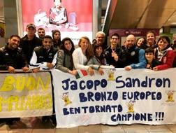 Jacopo Sandron festeggiato da amici e tifosi