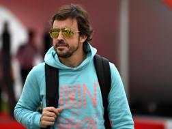 Fernando Alonso al paddock di Montmelo. Getty