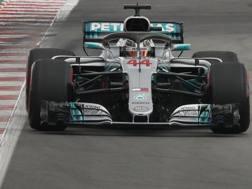 Lewis Hamilton in azione in Spagna. Ap