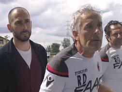 Roberto Donadoni litiga con un tifoso a Casteldebole