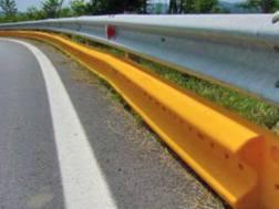 La barriera salva-motociclisti da installare sotto ai guardrail