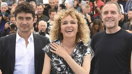 Valeria Golino con Riccardo Scamarcio e Valerio Mastandrea. Ap