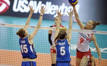 Un'azione del match tra Italia e Turchia. Fivb