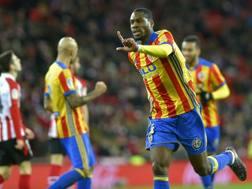 Geoffrey Kondogbia, 25 anni, con la maglia del Valencia.