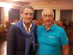 Roberto Mancini insieme al ds dell'Astana Martinelli