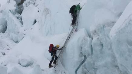 Un'immagine di un'ascensione della spedizione Cheli durante la fase di acclimatamento