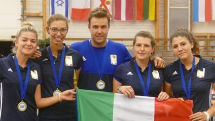 Gianluca Rattenni con le azzurre della Nazionale Espoir della petanque