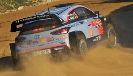 Il belga Thierry Neuville al volante della Hyundai i20 durante il Rally del Portogallo GETTY IMAGES