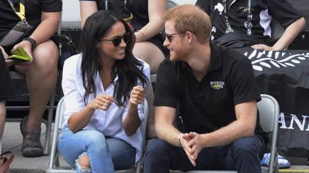 L'intesa tra Meghan Markle e il principe Harry nella prima uscita ufficiale a Toronto. Lapresse