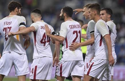 La Roma festeggia dopo l'1-0. LaPresse