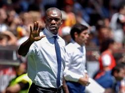 Clarence Seedorf saluta il Deportivo, retrocesso. Epa