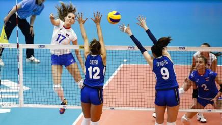Un attacco di Natalia Malykh nella vittoria della Russia sull'Italia FIVB.COM
