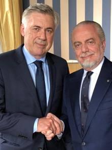 Il nuovo tecnico del Napoli Carlo Ancelotti e il presidente Aurelio De Laurentiis