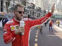 Sebastian Vettel ai box di Montecarlo. Ap