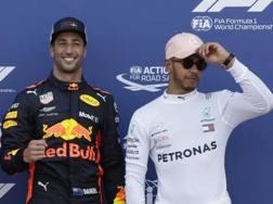 Daniel Ricciardo e Lewis Hamilton. Ap