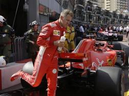 Vettel e Ricciardo dopo le qualifiche a Montecarlo. Afp