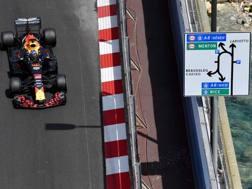 Daniel Ricciardo in azione a Montecarlo. Afp