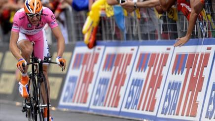 Menchov in rosa a Roma nel Giro 2009. Ansa