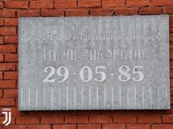 La targa in memoria della tragedia di 33 anni fa a Bruxelles