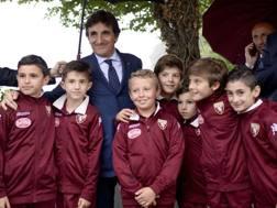 Il presidente del Torino Urbano Cairo con i ragazzi del settore giovanile granata nella Basilica di Superga. LaPresse