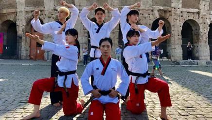 Gli atleti del Korean World Taekwondo Demo Team