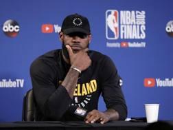 LeBron James in conferenza stampa. Ap